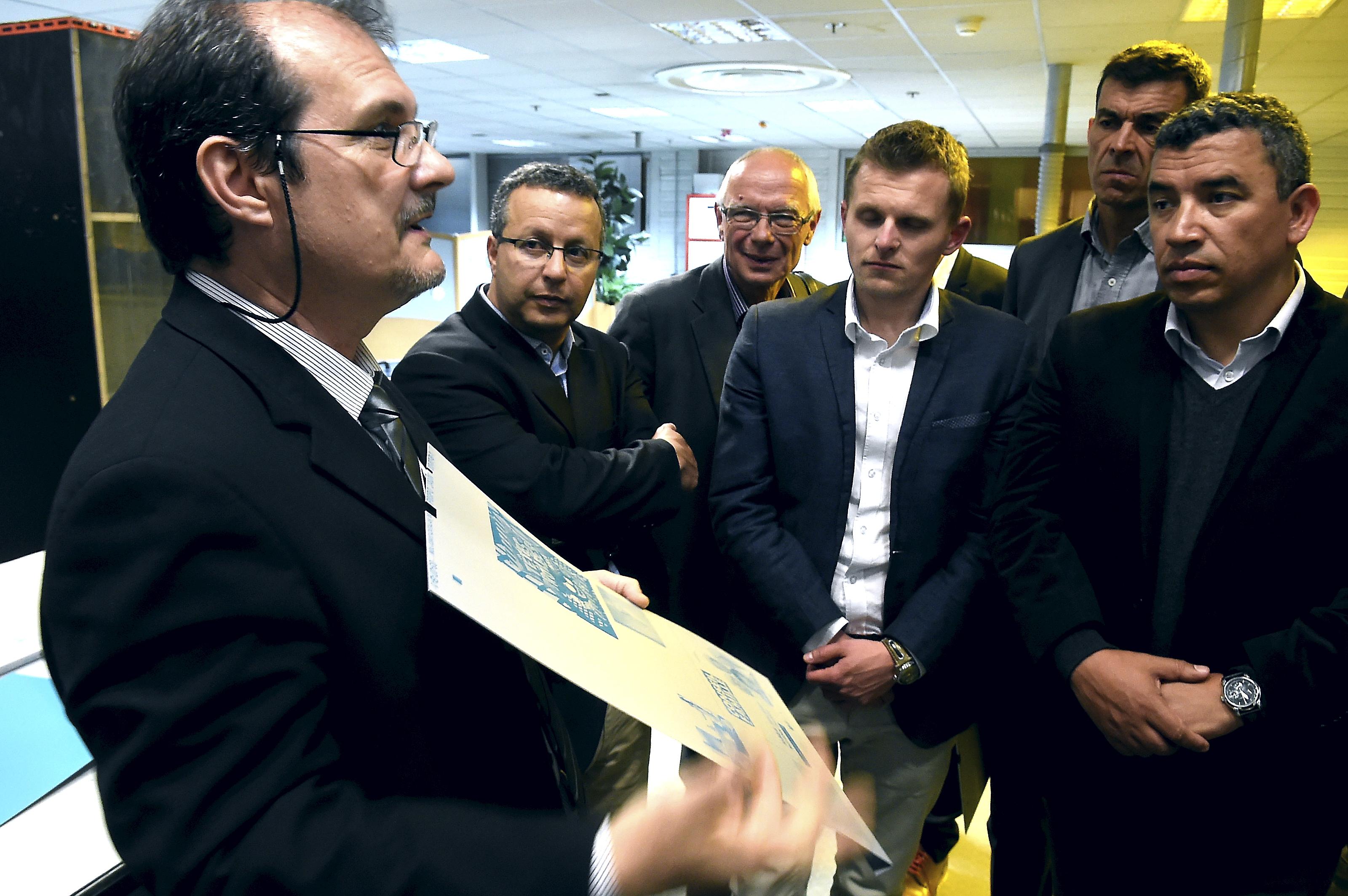 VISITE DU JOURNAL PAR DES CHEFS D ENTREPRISES GARDOIS AVEC LA PRESIDENTE DE LA DEPECHE DU MIDI MARIE FRANCE MARCHAND BAYLET